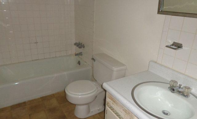13-Full Bathroom